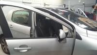Remplacement custode sur une Peugeot 308