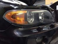 Polissage des optiques de phare avant sur un BMW X5