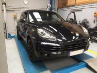 Dépose de film teintées sur une Porsche cayenne