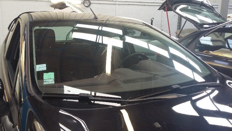 Remplacement pare brise sur une ford fiesta for Garage volvo rouen